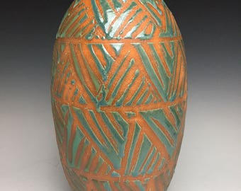 Stoneware Vase: Modern Ceramic Art and Home Decor