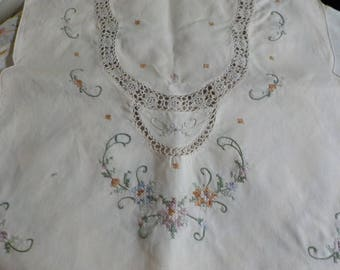 Shabby Cottage - Vintage - Lovely - Dresser Scarf - Table Scarf - Hand embroidered - Great Condition