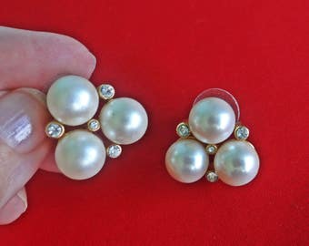 """MARVELLA signed  Vintage gold tone pierced .75"""" earrings with pearls and rhinestones in great condition"""