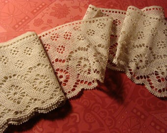 Pretty Length of Interesting Vintage Cotton Lace ... 63 inches long