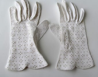 1950s Lady Gay embroideredwhite cotton dress gloves. Vintage double woven cotton gloves. Size 7 1/2.