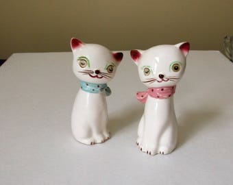 Cat Salt and Pepper Shakers..Winking Blinking Eyes Cat Salt and Pepper..Mid Century Salt and Pepper Shakers..Cute Kitschy S/P