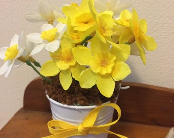 Mini bucket of Daffodils, 18 in doll decor