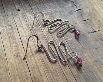 """Vintage 1-1/2"""" long silver squiggly dangly earring with pink glass bead, light abstract dangle earrings, bohemian earring, stocking stuffer"""