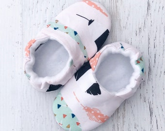 Soft sole shoes - feather baby shoes - baby booties - crib shoes - soft baby shoes - baby moccasins - toddler shoes - baby shower gift -