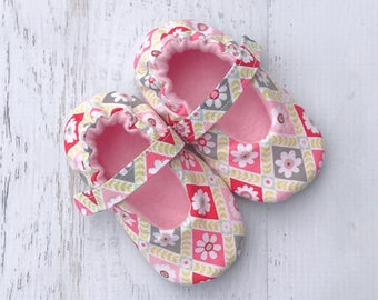 Baby girl shoes - Mary Jane shoes - little girl shoes - dressy shoes - soft shoes