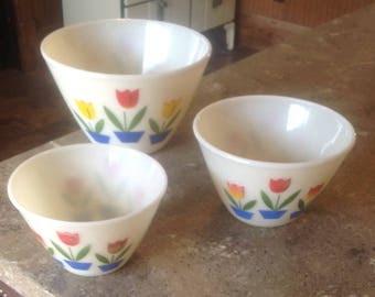 Vintage Fire King Ivory Tulip Red Glass Splash Proof Mixing Bowl Set of  3