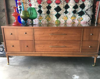MID CENTURY MODERN 6 Drawer Kroehler Dresser or Media Stand (Los Angeles)