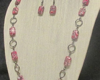 "35"" Fuchsia and Gunmetal Necklace Set"