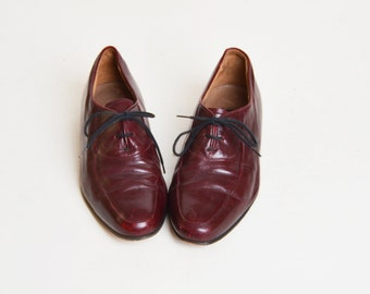 Vintage 70s Oxblood Lace Up OXFORDS / Lace up Flats / Leather Brogues, 9.5 40.5