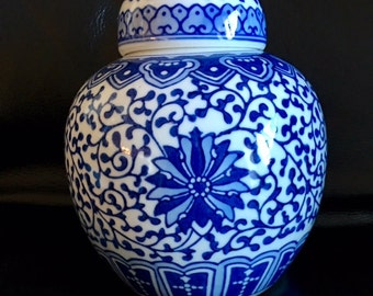 Vintage Nice Blue And White Chinese Ginger Jar with Double Blue Ring Mark