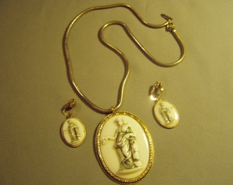 Vintage Whiting & Davis Pendant Necklace Clip Earrings Set Glass Greek Mythology Cameo 8951
