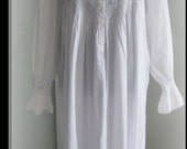 XL  BILLOWY white smocked 100 % cotton long sleeve GOWN