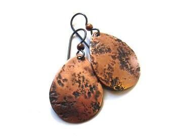 Rustic copper drop earrings Hammered copper niobium earrings Antiqued distressed teardrop dangles Metalwork jewelry