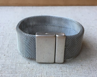 20mm WIDE stainless steal mesh bracelet: SILVER with magnetic clasp