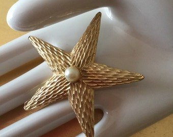 Amazing  1950's Starfish vintage gold and pearl brooch