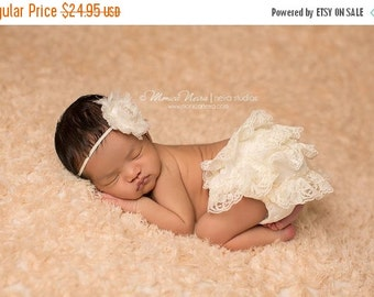 CHRISTMAS SALE Ivory Lace Bloomer and headband set, baby bloomers, diaper cover, newborn photo prop, baby girl bloomers