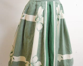1950s Green white novelty bow print pleated skirt / 50s printed cotton day skirt - S