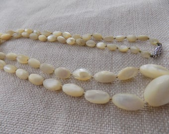 Vintage necklace, mother of pearl beads,10 K gold closure,fine jewelry,29 inch necklace,iridescent necklace,MOP necklace