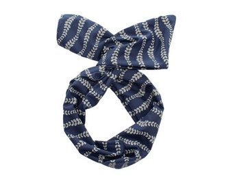 Twist Hair Scarf - Screen-printed Wire Headband - Gray Vines on Navy Blue