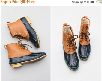 24 HOUR SALE vintage 80s Sporto duck boots - 1980s preppy hunting boots / navy blue Sporto boots - campus boots / fleece lined boots - ladie