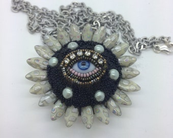 Small Eye Flower Pendant Necklace (blue)