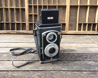 "FLASH SALE! 25% off when you enter ""25FLASH"" - Vintage Pho Tak Reflex I Camera"
