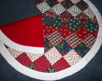 """Quilted Patchwork Christmas Tree skirt 38""""  wide"""