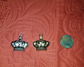 24 Gold or Silver crown. prince or princess charms  for favors /capias