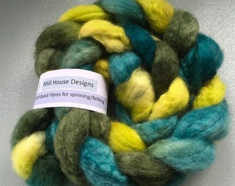 Hand-dyed Blue-faced Leicester wool fibres, Spinning, Felting