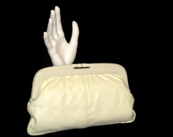 80s White Purse White Leather Purse White Clutch Purse 1980s Evening Purse Winter White Leather Clutch Eaton's Leather Purse