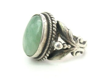 Agate Ring. Light Jade Green Cabochon, Sterling Silver 925. Pinky Ring. Rope Decoration, Leaves. Vintage Southwestern Style Jewelry Size 4.5