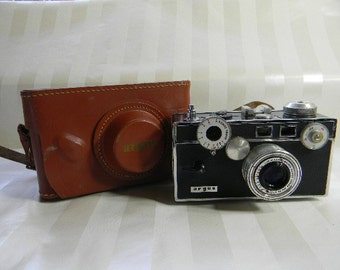 Vintage ARGUS, THE BRICK, 50 mm Camera  with Rangefinder and Case
