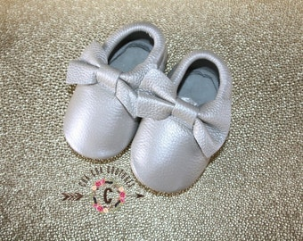 WOW!  SILVER BOWS  Moccasins 100% genuine leather baby moccasins Mocs moccs