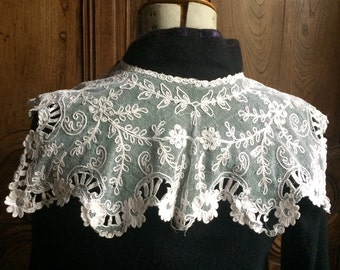 Vintage French lace collar