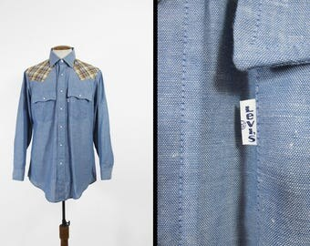 Vintage Levi's Chambray Shirt Western Snap 1970s Long Sleeve Blue Made in USa - Size Large