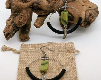 Boucles d'oreilles péridot//bohémienne//plume//serpentine//tendance 2017// Boho green perodot earrings//feather