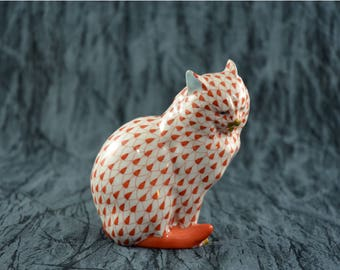Herend Fishnet Rust Cat Sitting