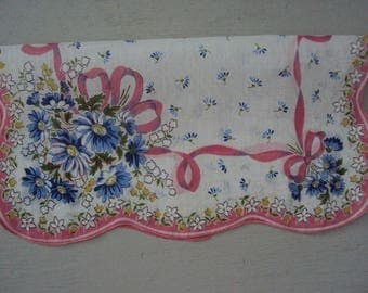 Vintage Scalloped Hanky  ~~ Floral Poseys Pink Blue
