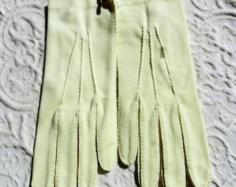 Vintage Ladies Pale Butter Yellow Cotton Gloves  by Crescendoe New with Tag NWT -  Wrist Length Sz 6