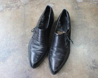 Size 8 1/2 Black Winklepickers /  Leather Pointy Toe Loafer /  Vintage Women's Men's Wear Shoe