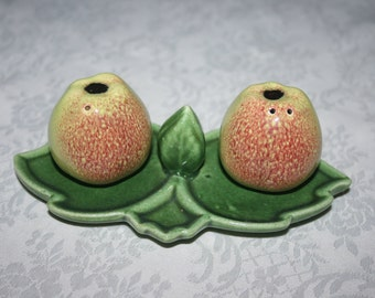 Vintage Ceramic Apple Leaf Salt and Pepper Shakers Pair Set Retro Kitsch Mid Century