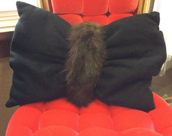 Captivating 1940's Bow Muff with Mink