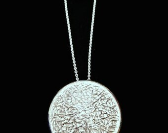 Woody Disc Pendant in Sterling Silver