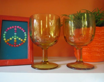 Vintage 1970s Retro Glass Pedestal Beer Mugs Amber Yellow Gold Drink Glassware 2ct