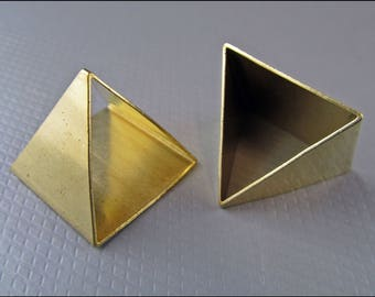 4 x Pyramids pendant, brass A28
