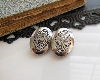 Vintage Ginnie Johansen Silver Black Etched Victorian Flower Oval Earrings WW38