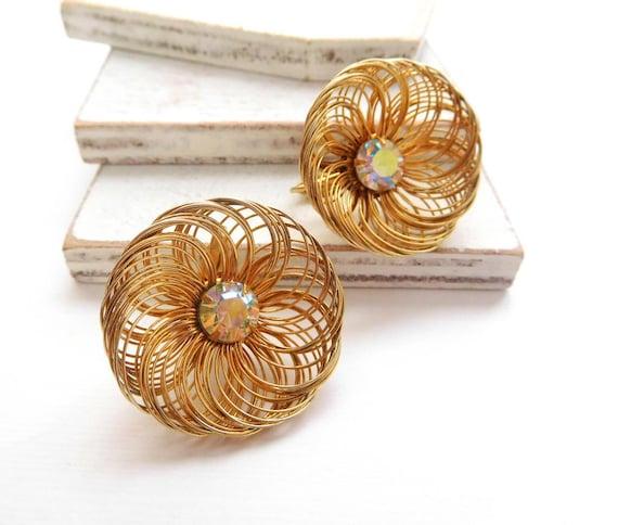 Vintage Sarah Coventry Gold Spun Wire AB Rhinestone Flower Clip Earrings Q21