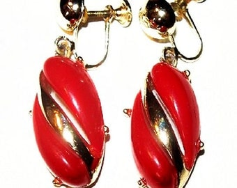 """Red Dangle Screw Back Earrings Thermoset Plastic Gold Metal 1 3/4"""" Vintage"""