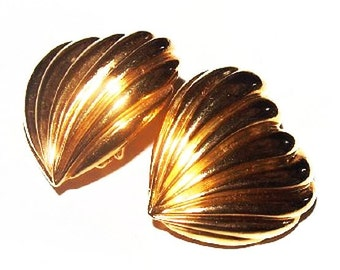 """Heart Clip On Earrings Ribbed Gold Metal Valentine Fashion 1 1/8"""" Vintage"""